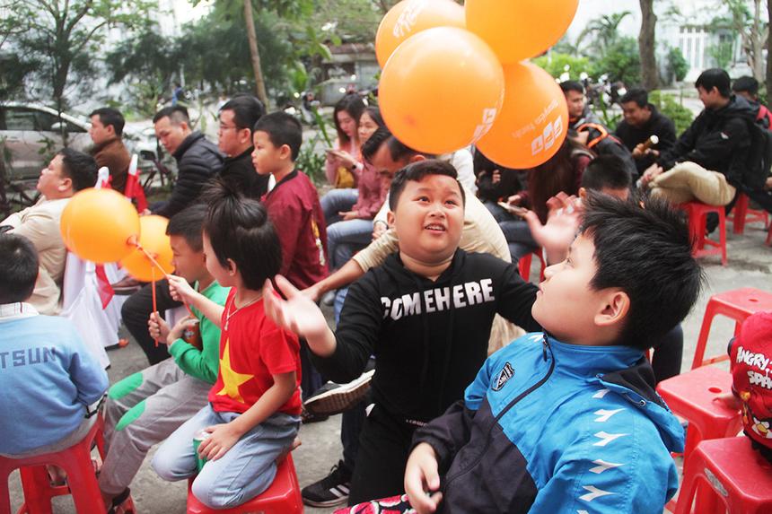Chiều ngày 7/12, FPT Telecom đã tổ chức lễ khánh thành sân chơi cho trẻ em tại khu chung cư 4A, phường Nại Hiên Đông, TP Đà Nẵng. Chương trình thu hút đông đảo các em nhỏ cùng người dân xung quanh tham gia.