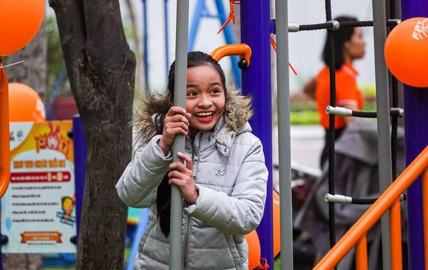 Cùng ngày, tại Công viên Ô 2, Nguyễn Tất Thành, TP Quy Nhơn, tỉnh Bình Định, cũng đã diễn ra lễ khánh thành Sân chơi FoxSteps thứ 50 trên toàn quốc. Thời tiết mưa rét nhưng chi nhánh vẫn cố gắng bắt kịp tiến độ, mang đến chất lượng sản phẩm tốt cho các em nhỏ.