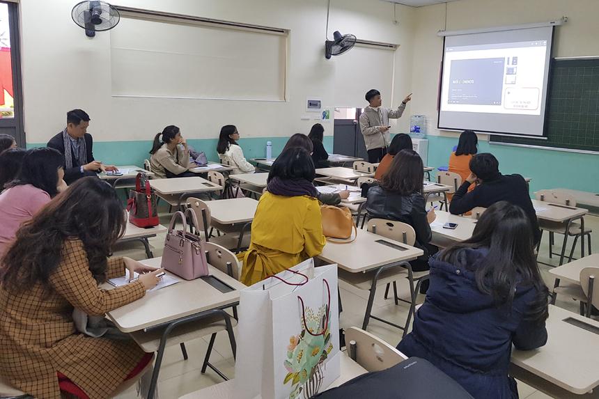 Rất đông đội ngũ giáo viên của FPT School Hòa Lạc đã có mặt tại Educamp năm nay với mong muốn chia sẻ những phương pháp giảng dạy kiểu mới, tích hợp công nghệ để giúp học sinh bớt nhàm chán.