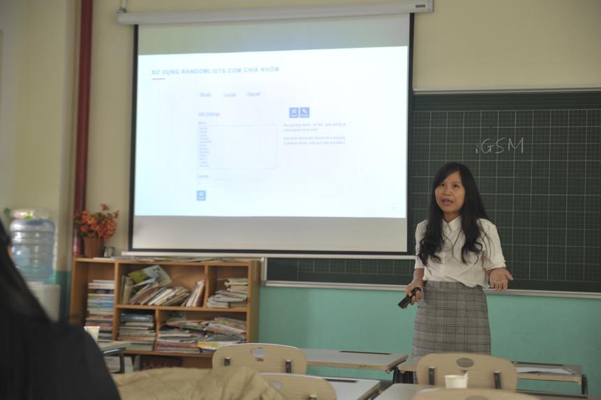 Chị Kiều Thị Thu Chung (ĐH FPT HCM) trình bày bài tham luận về ứng dụng công nghệ trong giảng dạy môn chính trị.