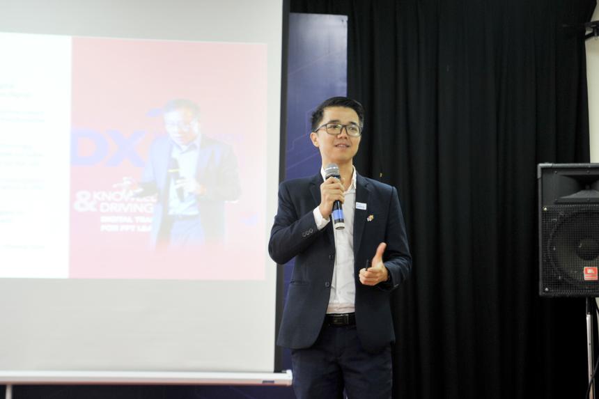 Tiếp đó là bài diễn thuyết của Giám đốc Học viện Kỹ thuật số FPT Lê Hùng Cường - một trong hai keynote speakers (diễn giả chính) tại Educamp năm nay. Anh trình bày về phương pháp luận Chuyển đổi số FPT Digital Kaizen và các kết quả chuyển đổi số tiêu biểu.