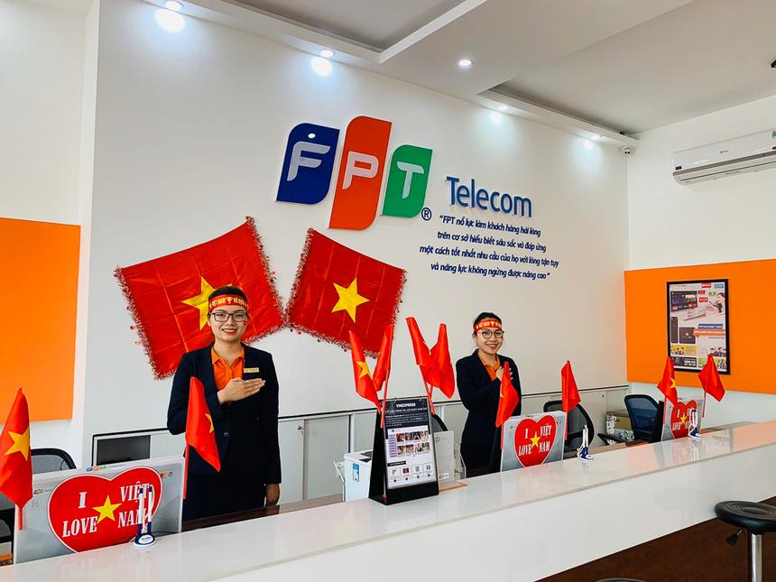 Những lá quốc kỳ cũng phấp phới bay tại FPT Telecom chi nhánh Đà Nẵng hôm nay. Tất cả đều không giấu được sự tự hào bóng đá Việt Nam đang dần thống trị khu vực Đông Nam Á.
