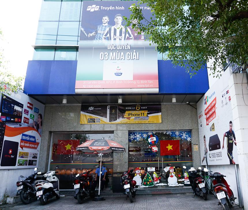 Sáng nay (11/12), các văn phòng giao dịch FPT Telecom toàn quốc đã đồng loạt treo cờ đỏ sao vàng cả bên ngoài và bên trong quầy, thể hiện niềm tự hào về chiến thắng tuyệt đối 3-0 của U22 Việt Nam trước đội tuyển Indonesia, hiện thực hóa giấc mơ vô địch SEA Games nhiều lần bị bỏ lỡ.
