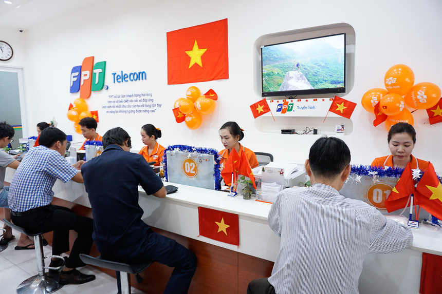 Khách hàng và nhân viên FPT Telecom đều cùng chung một niềm tự hào dân tộc sau Cup vô địch SEA Games đầu tiên sau 60 năm.