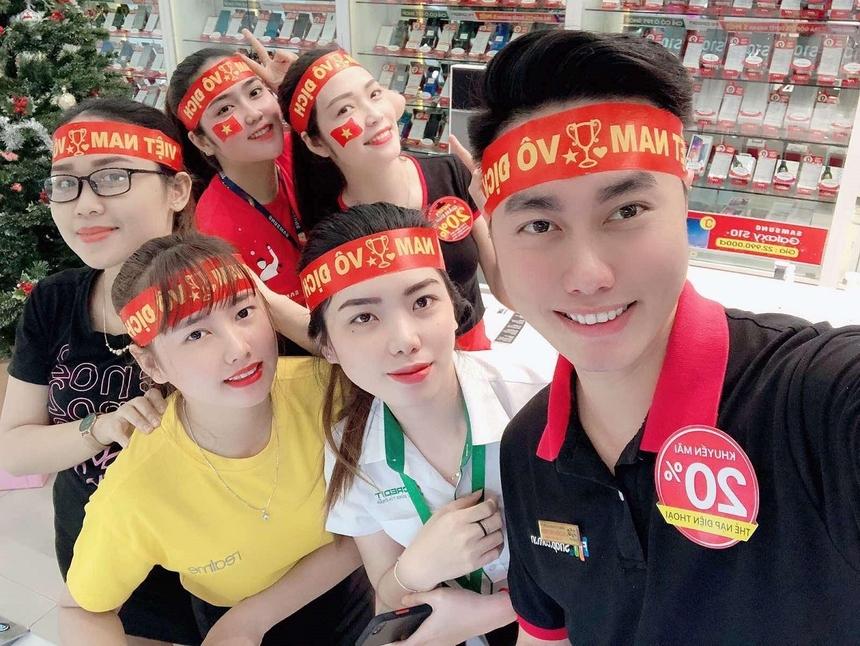 Người nhà F cổ vũ đội tuyển hết mình như vậy, U22 Việt Nam muốn không vô địch cũng khó!