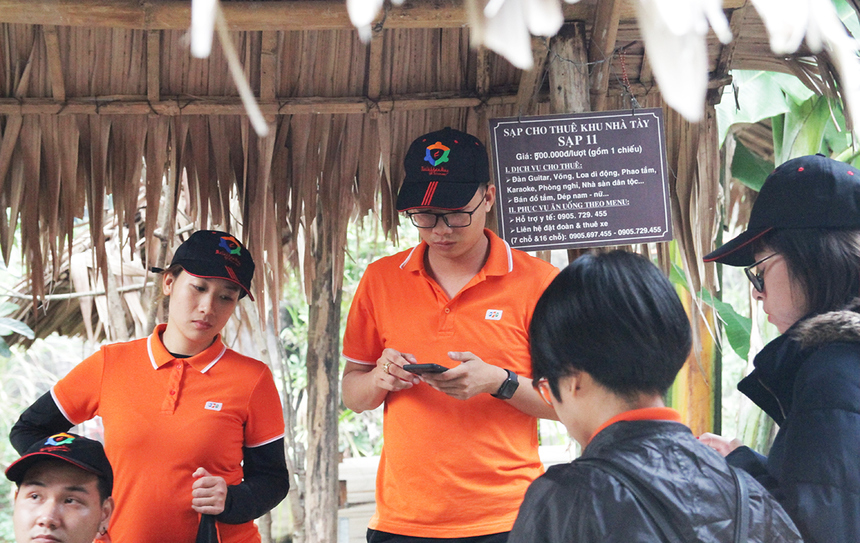 Các thành viên có khoảng 1 tiếng để thảo luận kịch bản và tập luyện trước khi biểu diễn. Ban tổ chức phát sẵn một số dụng cụ để 5 đội sử dụng hóa trang và làm phụ kiện khi diễn.
