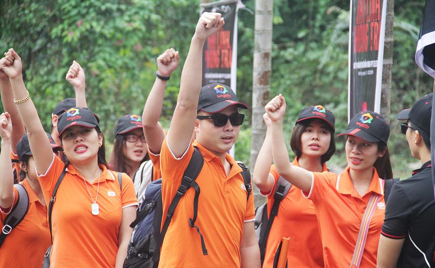 Dưới sự điều phối của anh Phan Phước Nhật, Trưởng phòng Văn hoá - Đoàn thể FPT Telecom, 5 đội trải qua những phần thi khởi động để làm nóng chương trình. Sau khi tập trung đội hình, các thủ lĩnh phong trào bước vào phần trao đổi và chia sẻ với những chủ đề đã được Ban tổ chức giao trước đó.