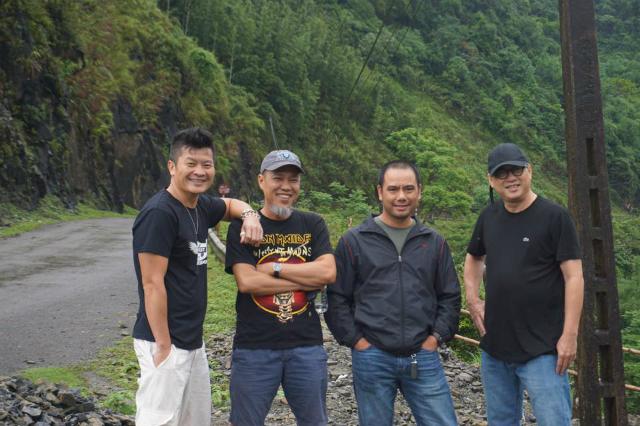 Anh Nguyễn Anh Quân (thứ 2 từ bên trái) cho rằng Rockfest thể hiện đậm chất văn hóa FPT. Ảnh nvcc