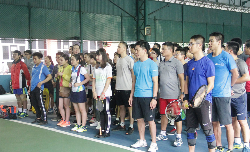 Diễn ra cuối tuần nên giải thu hút lượng lớn vận động viên và người hâm mộ đến sân cổ động. Ở nội dung Cầu lông, người FPT tranh tài hạng mục Đôi nam và Đôi nam nữ. Tennis thi đấu duy nhất nội dung Đôi nam.
