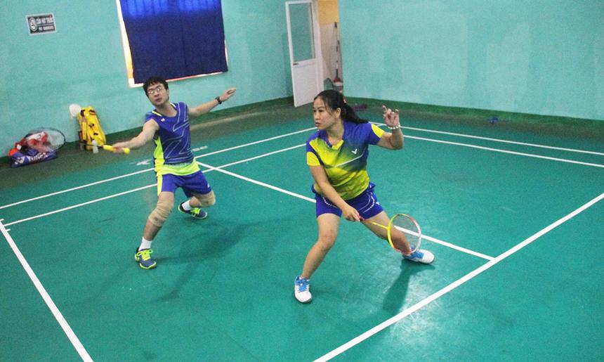 Sau phần khai mạc ngắn gọn, Badminton Tennis Champion Cup 2019 bước vào những trận đấu sôi động và kịch tính. Bên cạnh những gương mặt quen thuộc từng giành vị trí cao, giải còn chứng kiến nhiều vận động viên trẻ và thi đấu chuyên nghiệp. Đôi nam nữ chứng kiến hơn 30 vận động viên tranh tài, theo thể thức đấu loại trực tiếp.