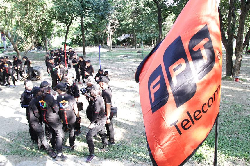 Để khép lại khóa đào tạo thủ lĩnh phong trào FPT Telecom trên toàn quốc trong hai ngày 12 và 13/12, 5 đội Kim - Mộc - Thủy - Hỏa - Thổ bước vào cuộc chiến khốc liệt để chinh phục Ngũ hành tại Khu du lịch sinh thái Suối Lương, TP Đà Nẵng.