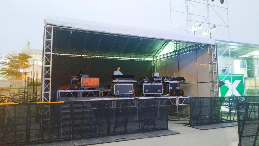 Đồng thời, Ban tổ chức Rockfest bắt tay cùng Công ty Dịch vụ Giải pháp Biểu diễn 3S, đội ngũ 3S sẽ đảm nhiệm toàn bộ các khâu về kỹ thuật, âm thanh, ánh sáng của chương trình. Ekip 3S cũng chính là nhóm đã thực hiện chương trình Monsoon danh tiếng.