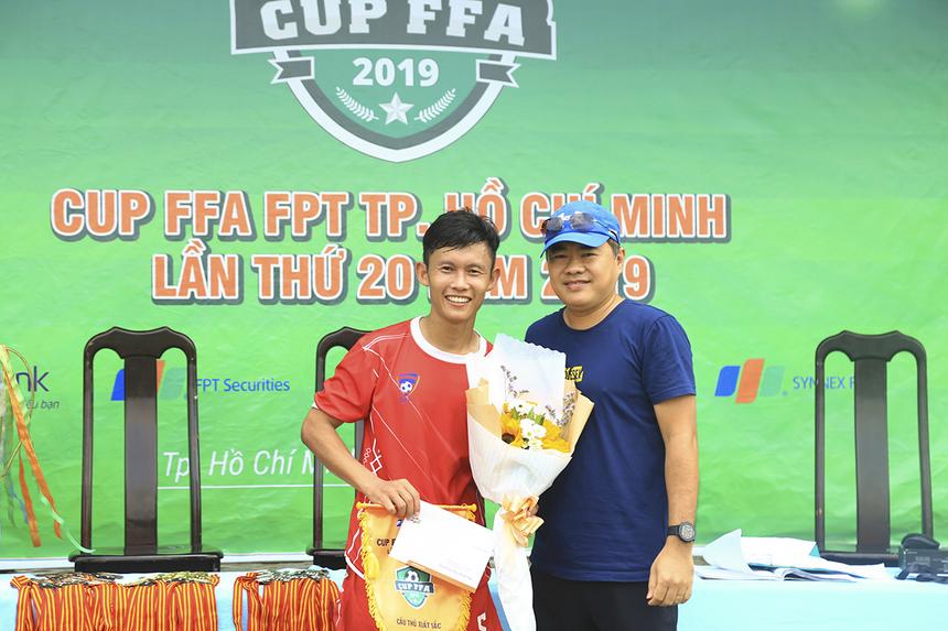 Cầu thủ số 5 Nguyễn Duy Nghĩa của FPT Telecom cũng giành giải Cầu thủ xuất sắc giải với phong độ ổn định trong tất cả các trận đấu.