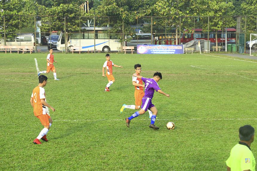 Các cầu thủ Ngân hàng nhập cuộc nhanh, chủ động cầm bóng và tổ chức được nhiều tình huống hãm thành ngay sau tiếng còi khai cuộc của trọng tài.