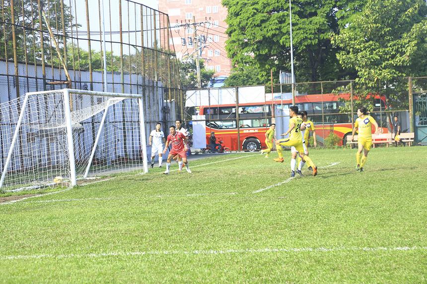 Ngay phút thứ 10, cầu thủ số 21 Huỳnh Hồng Ân đã có tình huống dứt điểm cận thành mở tỷ số trận đấu cho đội tuyển FPT HCM.