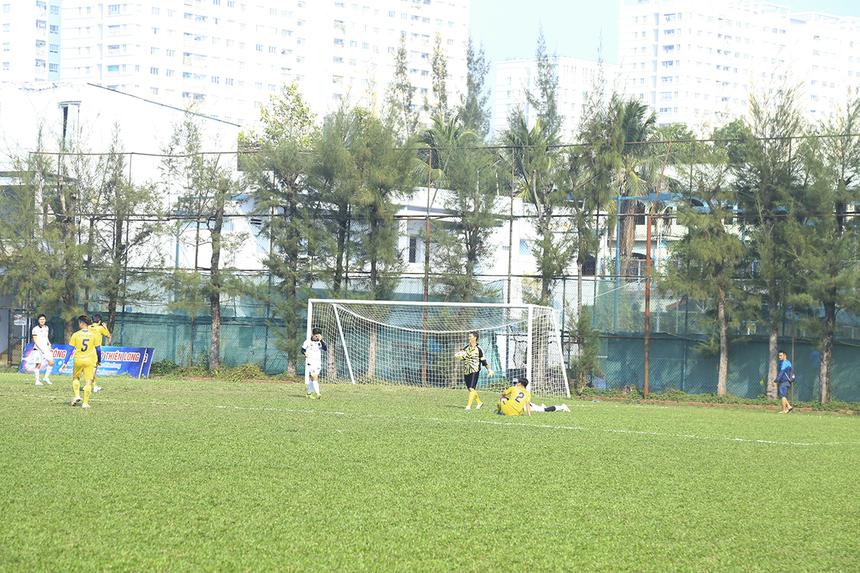 Những phút tiếp theo, các cầu thủ Ru Nam Star cũng tạo được một số tình huống nguy hiểm về phía khung thành thủ môn Nguyễn Hoàng Anh Tuấn, tuy nhiên đều không thể tận dụng được.
