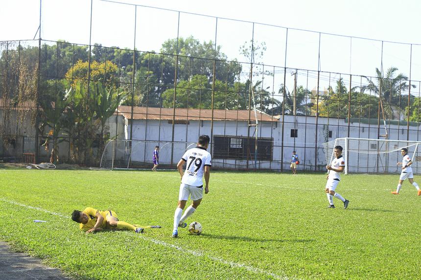Do hầu hết đã luống tuổi nên các cầu thủ hai đội đều thấm mệt và xuống sức sau hơn nửa giờ thi đấu. Lúc này, các cầu thủ Ru Nam dần có thế trận nhỉnh hơn.