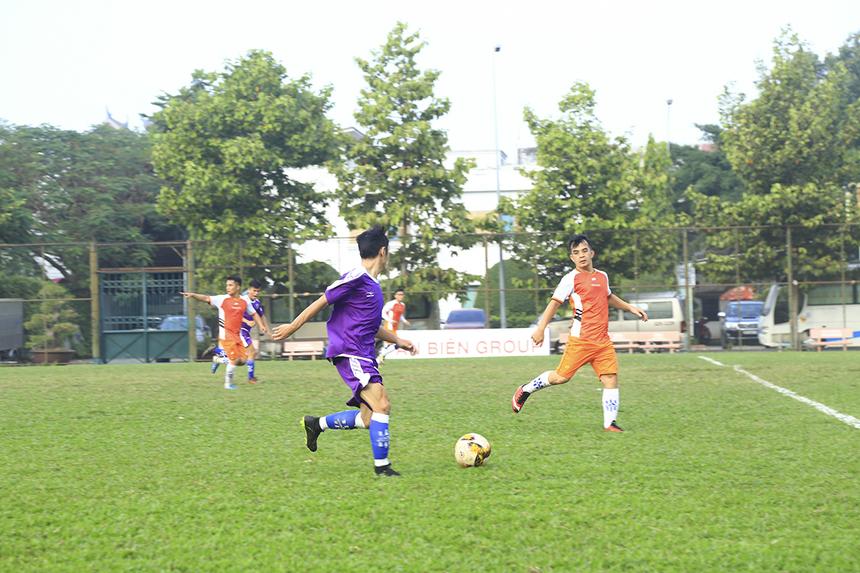 Dù thi đấu rất hay với những pha kiến tạo cho đồng đội ghi bàn nhưng số 10 Trang Anh Hào và số 13 Nguyễn Quang Hải - cầu thủ thi đấu hay nhất trận đều tỏ ra vô duyên trước khung thành FPT Securities.