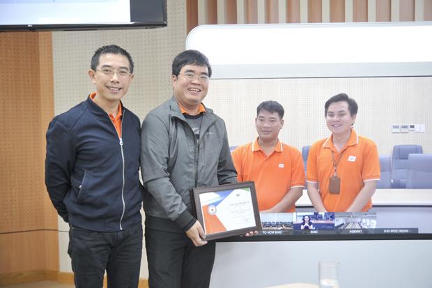 FPT.eSignCloud là giải pháp chữ ký số điện tử cá nhân đầu tiên và duy nhất tính tới nay tại Việt Nam. Sáng tạo của anh Lê Việt Cường, Nguyễn Tiến Long và Tào Tuấn Anh. Hệ thống giúp việc ký hợp đồng, duyệt văn bản không phụ thuộc không gian và thời gian, đảm bảo tính xác thực, toàn vẹn dữ liệu. Đồng thời tạo ra dịch vụ mới, giúp FPT mở thị trường riêng. Sáng tạo gồm 3 cấu phần: Khởi tạo chữ ký số tự động (CA), Mã OTP SMS và thông tin định danh khách hàng (KYC). Hệ thống hoạt động theo các bước: Giải pháp giúp rút ngắn thời gian phê duyệt và ký khoản vay từ ít nhất một ngày còn khoảng 10-15 phút. Sau 6 tháng triển khai, các tổ chức tài chính và ngân hàng ứng dụng sản phẩm gồm: FE Credit, Home Credit, Easy Credit và OCB… Với FE Credit, FPT IS đã ký hợp đồng với số lượng sử dụng dự kiến từ 1-5 triệu chữ ký số hằng năm, mang về cho công ty từ 7-32 tỷ đồng. Dự kiến sản phẩm sẽ đem về doanh thu hàng chục tỷ đồng cho tập đoàn.