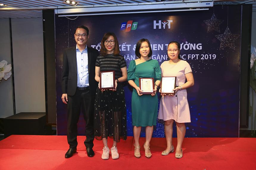 """Giải thưởng """"Cán bộ quản lý cán bộ xuất sắc"""" đã tôn vinh 10 cá nhân đến từ các đơn vị FPT Education, FPT IS, FPT Telecom, FPT Online, FPT Retail và Synnex FPT. Gia nhập FPT từ năm 2016, đây là lần thứ 3 chị Vũ Nữ Mai Phương (FPT Telecom, thứ 2 bên trái) nhận được danh hiệu này."""
