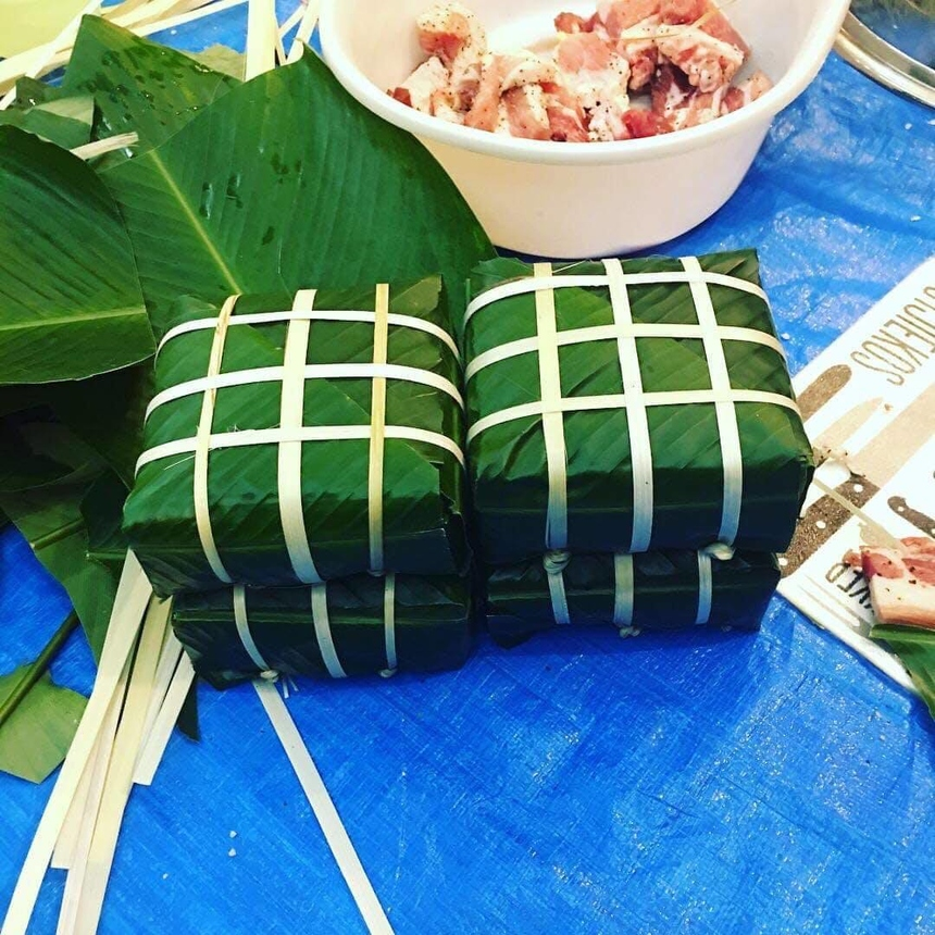 Chiếc bánh xanh đẹp mắt là thành quả sau hàng giờ kỳ cạch. Bánh chưng luộc bằng bếp điện và bếp ga, ngay trong khuôn viên ký túc xá của người FPT.