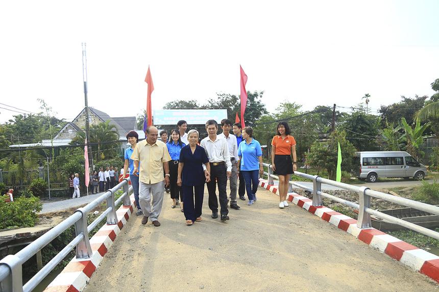 Được khởi công vào ngày 13/9, cầu Nguyễn Văn Bảy ởấp Hậu Thành, xã Tân Dương, huyện Lai Vungcũng là cây cầu Hy Vọng đầu tiên được xây dựng tại tỉnh Đồng Tháp.