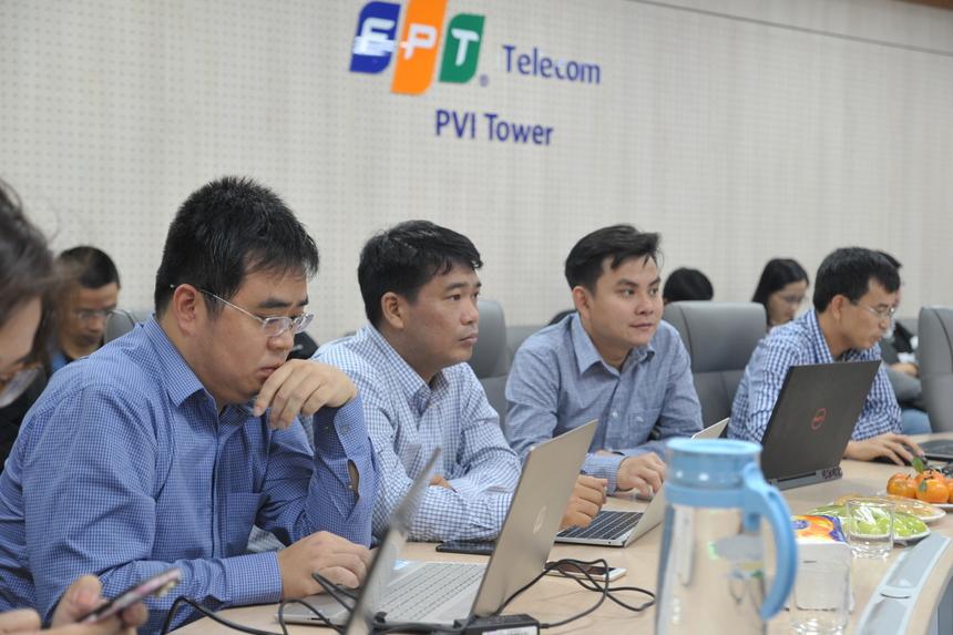 Bán kết iKhiến thu hút nhiều khán giả từ các đơn vị đến theo dõi. Anh Nguyễn Hồng Phương - FPT Telecom bày tỏ sự tự tin về cơ hội đi tiếp của sản phẩm Hi FPT. Gala Chung kết iKhiến 2019 sẽ diễn ra ngày 8/1 với hai đội xuất sắc vượt qua vòng Bán kết.
