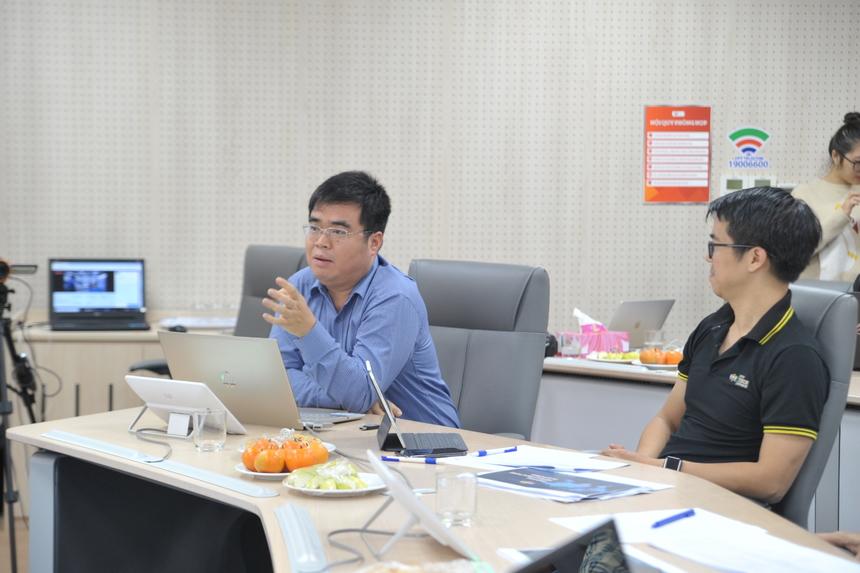 """Một trong những đối thủ nặng ký là FPT.eSignCloud - FPT IS. Đây là giải pháp chữ ký số điện tử cá nhân đầu tiên và duy nhất tính tới nay tại Việt Nam. Hệ thống giúp việc ký hợp đồng, duyệt văn bản không phụ thuộc không gian và thời gian, đảm bảo tính xác thực, toàn vẹn dữ liệu. Đồng thời tạo ra dịch vụ mới, giúp FPT mở thị trường riêng. Bước vào vòng Bán kết, anh Lê Việt Cường - GĐ Trung tâm Chuyển đổi số Công cộng của FPT IS tỏ vẻ lo lăng trước nhiều ứng cử viên sáng giá như akaBot hay Hi FPT 5.0. Trải qua 20 phút ứng biến trước các giám khảo, anh cũng thở phào nhẹ nhõm: """"Ở đâu có chuyển đối số, ở đó có chữ ký số"""". Sau 6 tháng triển khai, các tổ chức tài chính và ngân hàng ứng dụng sản phẩm gồm: FE Credit, Home Credit, Easy Credit và OCB…"""