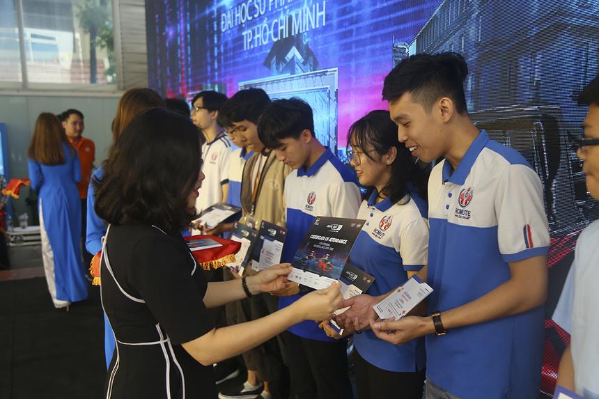 Ngày 10/10/2019, cuộc thi lập trình xe tự hành quốc tế (Cuộc đua số) mùa 2019-2020 chính thức được phát động với tổng giá trị giải thưởng hơn 2,2 tỷ đồng. Cuộc đua số sẽ tổ chức 2 điểm thi quốc tế với đội thi đến từ nhiều quốc gia khác nhau, để lựa chọn 2 đội thi quốc tế thi đấu chung kết cùng 8 đội xuất sắc nhất của các trường đại học Việt Nam.