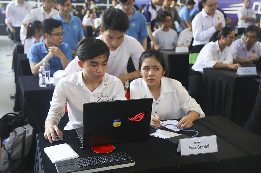 Buổi thi cuối cùng vòng sơ loại khu vực phía Nam chứng kiến sự ganh đua đến từ các đội thi của 6 trường: ĐH Kỹ thuật Công nghệ TP HCM (Hutech), ĐH Khoa học tự nhiên (ĐHQG TP HCM), ĐH Công nghệ Thông tin(ĐHQG TP HCM), Học viện Công nghệ Bưu chính Viễn thông cơ sở 2, ĐH Quốc tế Sài Gòn và ĐH Lạc Hồng.