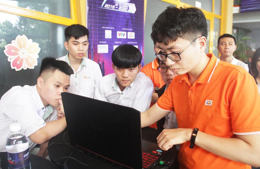 Khu vực Đà Nẵng có sự tham gia của 4 đại diện đến từ ĐH Đông Á và ĐH Bách khoa, gồm: 506 (PATH_UDA), 503 (DUT_DUCKIES), 510 (FTEAM), 504 (LITTLE FAT BOYS). Riêng đội 503 có nhiều sinh viên năm cuối và từng tham gia vòng loại Cuộc đua số năm 2018 - 2019.