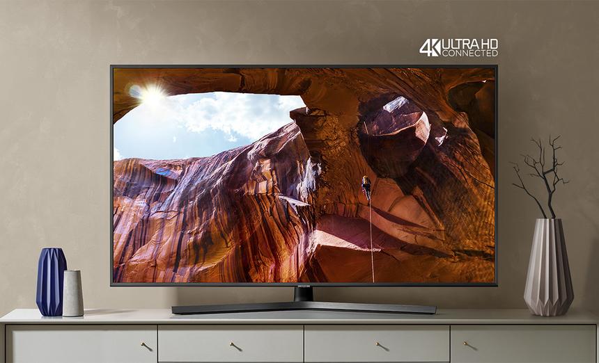 TV 4K tốt nhất: Samsung RU7400. TV của Samsung được đánh giá cao tại Tech Awards 2019 nhờ thiết kế đẹp và giao diện dễ dùng. Model này có bốn kích thước màn hình để người dùng lựa chọn, từ 43 đến 65 inch. TV 4K của Samsung dùng công nghệ UHD Dimming để tăng chiều sâu hình ảnh, âm thanh vòm giả lập Dolby Digital Plus. RU7400 chạy hệ điều hành TizenOS, hỗ trợ tìm kiếm bằng giọng nói tiếng Việt, điều khiển TV bằng điện thoại. Đây cũng là lần đầu AirPlay 2 được tích hợp trên TV của Samsung, cho phép người dùng kết nối và phát nội dung từ thiết bị của Apple lên màn hình TV.