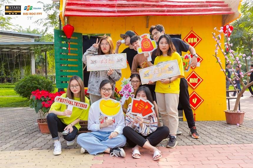 """""""Tet Festival"""" được coi là sự kiện mở đầu cho một năm sôi nổi với vô vàn chuỗi sự kiện hấp dẫn của ĐH FPT. """"Tet Festival 2020"""" được tổ chức ngày 9/1 tại khu vực đường 30m ĐH FPT Hòa Lạc."""