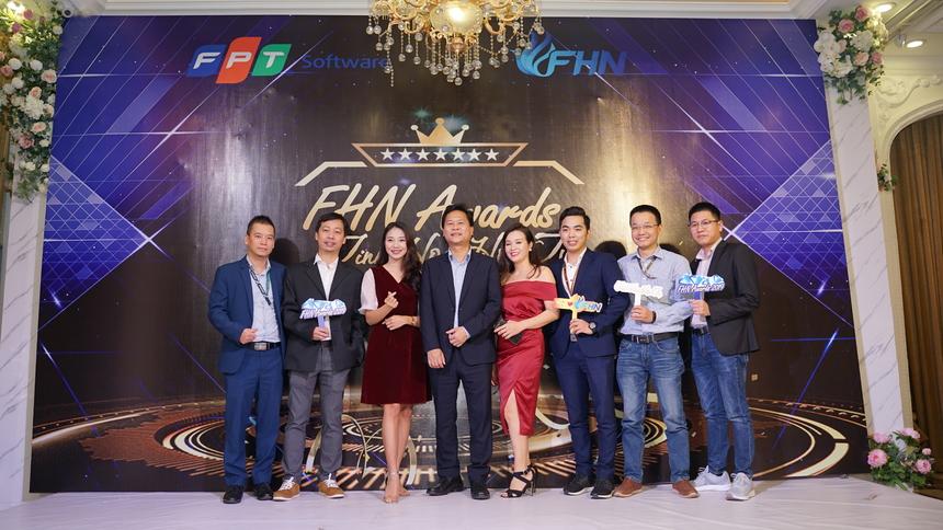 Tối ngày 10/1, lễ vinh danh các cá nhân, tập thể có thành tích xuất sắc trong năm 2019 của FHN diễn ra tại nhà hàng Queen Bee 20 Láng Hạ, Hà Nội. Buổi lễ có sự góp mặt của đại diện nhà Phần mềm, ban lãnh đạo FHN, đối tác, khách hàng đơn vị.