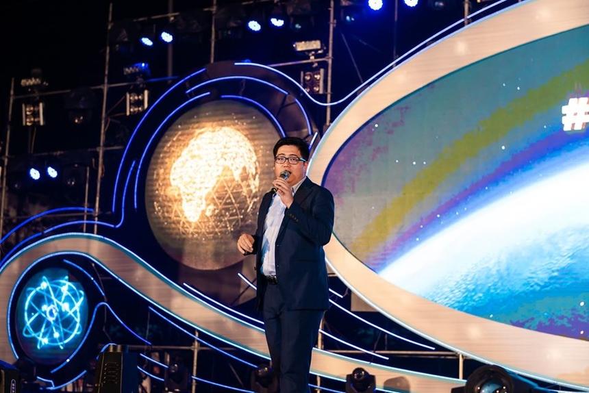 Giọng ca Lương Phan Minh Hoàng (FPT Japan) làm bùng nổ sân khấu Sum-up với những ca khúc đình đám của Sơn Tùng M-TP.