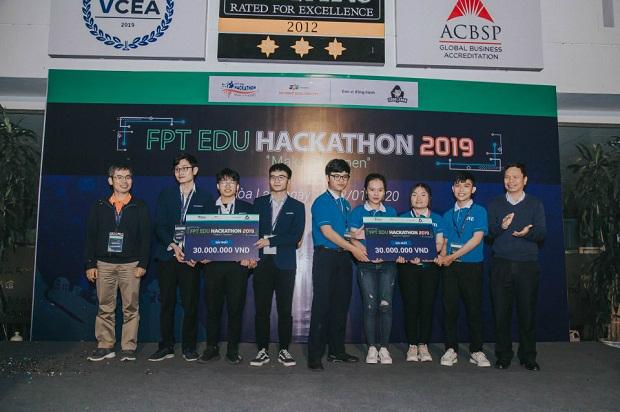 Quan-quan-Hackathon-3892-1578905211.jpg