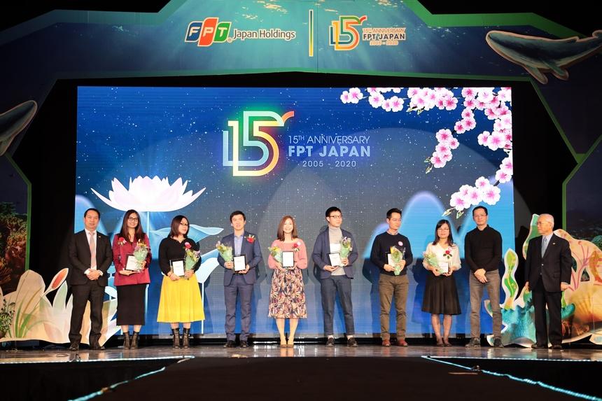 Trong khuôn khổ buổi lễ,FPT Japan đã vinh danh 32 CBNV và 17 tập thể có đóng góp lớn trong hoạt động sản xuất kinh doanh.
