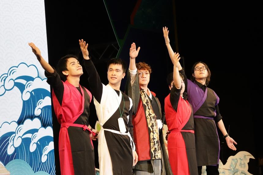 Vở kịch được trình diễn bởi chính CBNV FPT Japan. Lối dẫn mộc mạc, tự nhiên đã chiếm được tình cảm của khán giả.