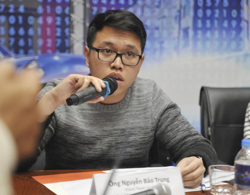 Giám khảo Nguyễn Bảo Trung đánh giá cao 909 ở phần thi phản biện. Anh cũng không quên dành lời khen cho 908 khi đây là nhóm duy nhất giải được 3 câu tự luận ở vòng 1.