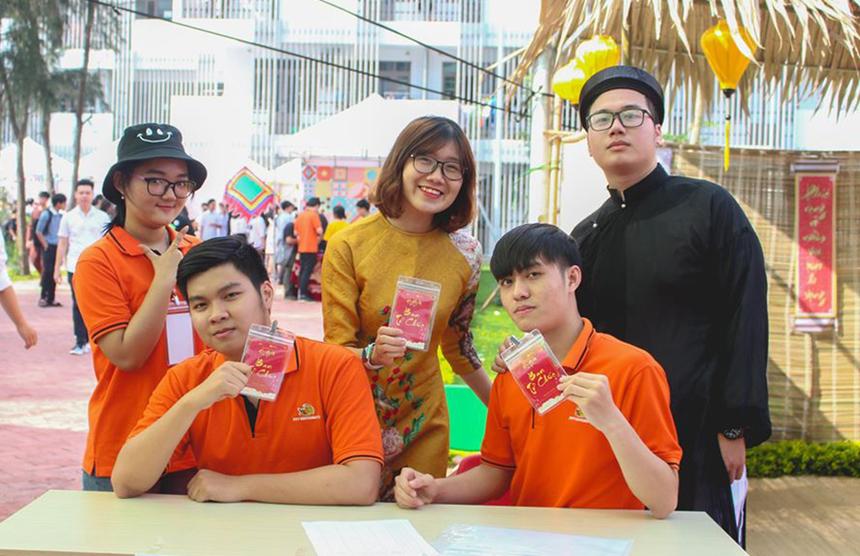 Sáng nay (17/1), Hội Xuân 2020 do ĐH FPT và THPT FPT cơ sở Đà Nẵng tổ chức đã chính thức khai mạc tại campus quận Ngũ Hành Sơn. Hoạt động thu hút hàng nghìn cán bộ, giảng viên, học sinh và sinh viên tham gia trải nghiệm và tranh tài.