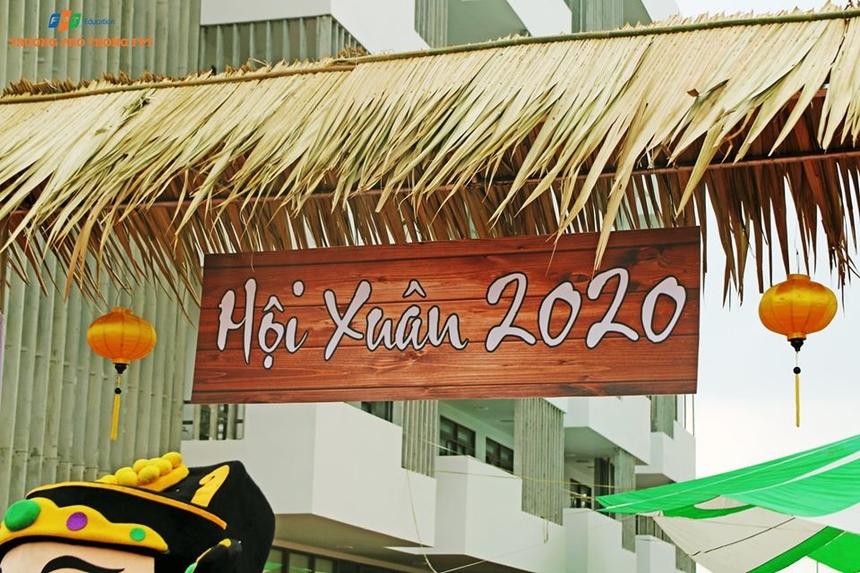 Hội Xuân 2020 do ĐH FPT và THPT FPT tại Đà Nẵng tổ chức vào sáng nay (17/1). Hoạt động diễn ra trong khuôn viên campus quận Ngũ Hành Sơn, với sự tham gia của hàng nghìn cán bộ, giảng viên, học sinh và sinh viên nhà F.