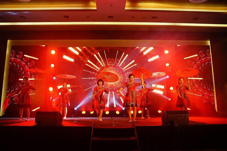 """Nhóm Mỵ Club đã có màn nhảy ấn tượng trên nền nhạc ca khúc nổi tiếng """"Để Mỵ nói cho mà nghe""""."""