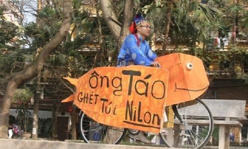 Ông Táo ghét túi nilon