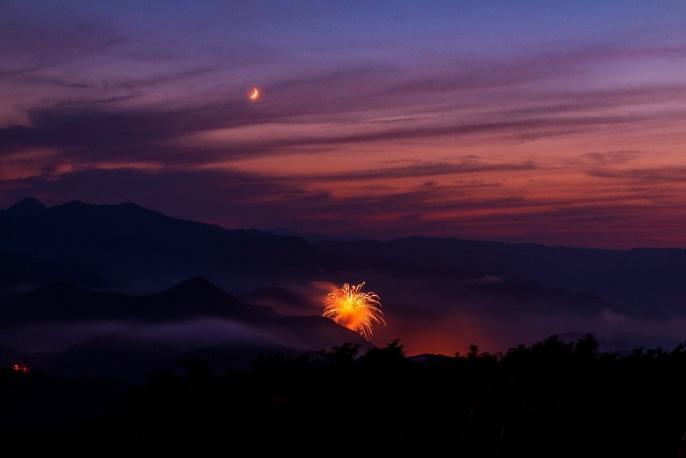 Pháo hoa mừng năm mới giữa khung cảnh thiên nhiên bao la ở Saporo, Nhật Bản. Ảnh: Vũ Văn Lâm
