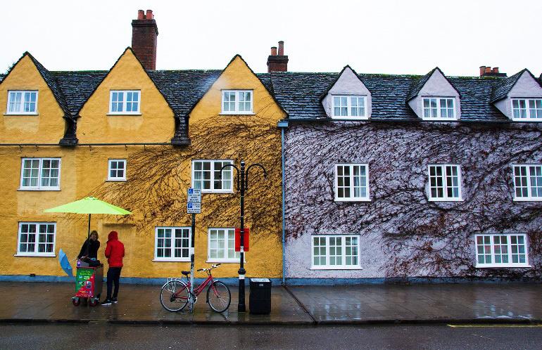 Một ngày mưa ở Oxford – Ảnh được chụp bởi anh Hoàng Đồng Tiến. Mỗi năm, anh ghé qua Anh công tác vài lần và dành nhiều thời gian khám phá những thành phố ở đất nước giàu văn hóa này.