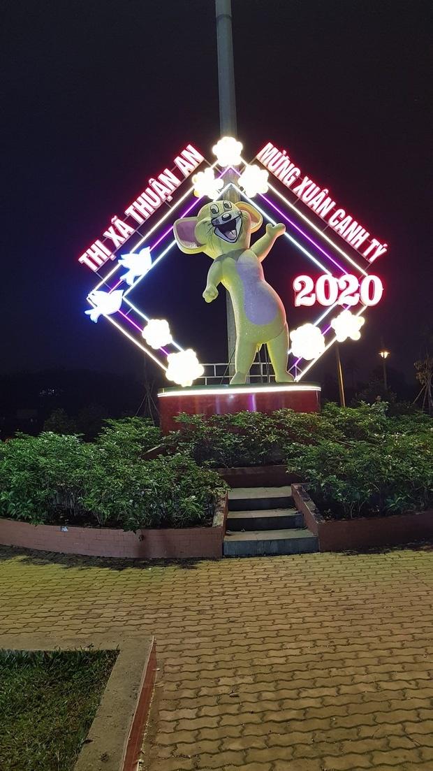 Có vẻ tác giả của bức tượng linh vật này là fan trung thành của bộ phim hoạt hình nổi tiếng Tom&Jerry. Ảnh: thoidai.com.vn