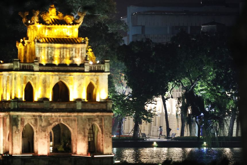Giải chạy đêm VnExpress Marathon Hanoi Midnight được tổ chức với sự phối hợp của Báo điện tử VnExpress và UBND TP Hà Nội, cùng đơn vị đồng hành ngân hàng TPBank.