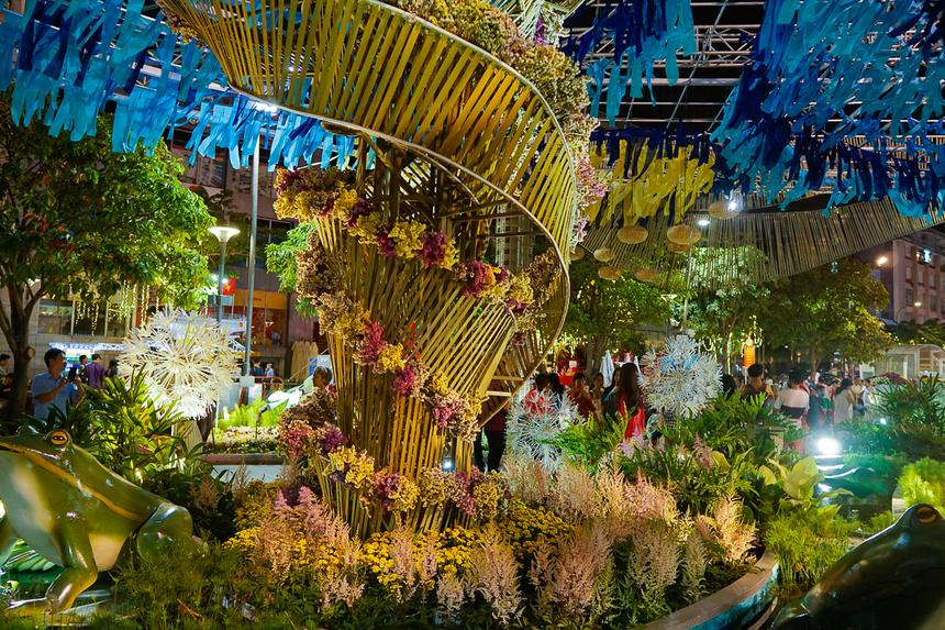 Có khoảng 120.000 hoa tươi được mang về phục vụ cho đường hoa Nguyễn Huệ Tết Canh Tý.