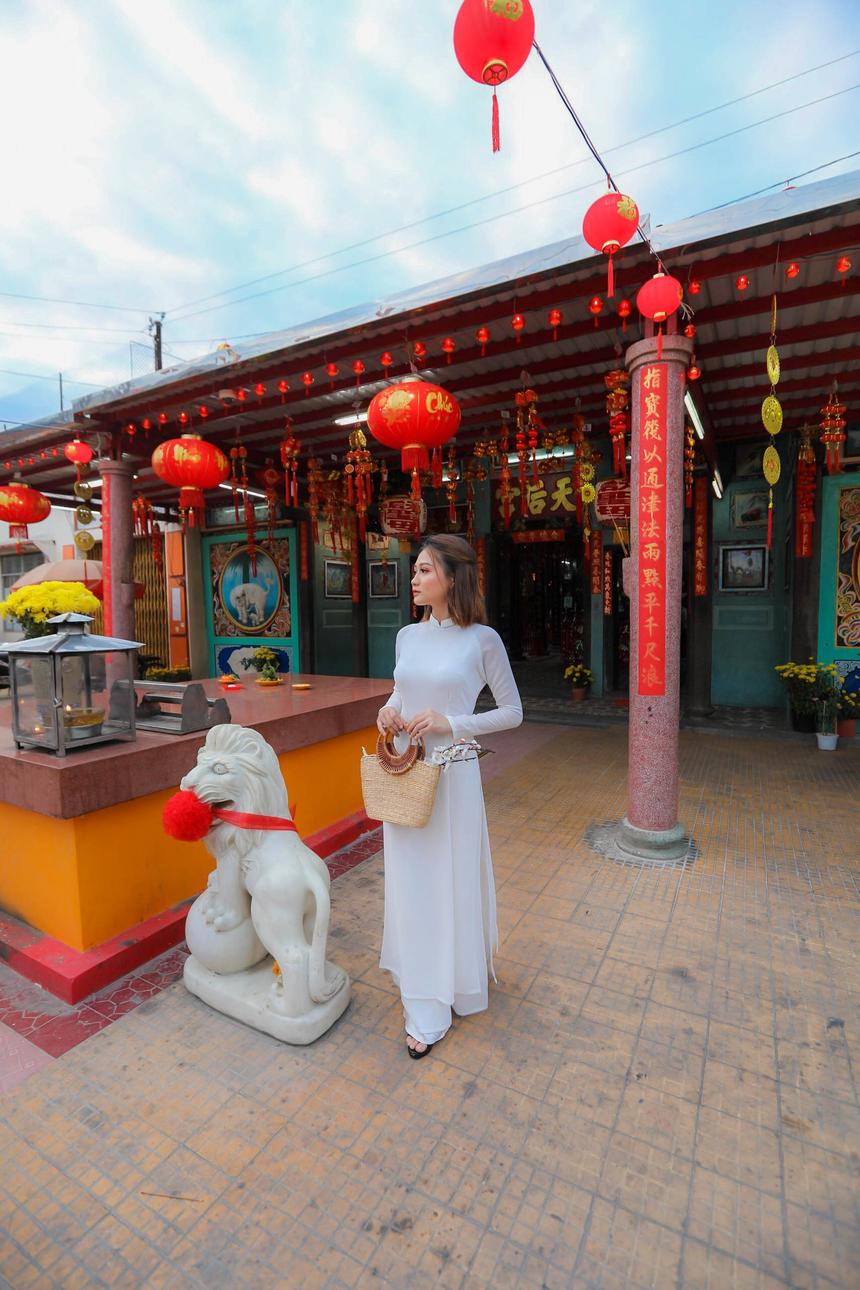 Trong khi cô em Hồ Bảo Yến (sinh năm 2001), đang theo học ngành Kinh doanh quốc tế cùng trường với chị gái.