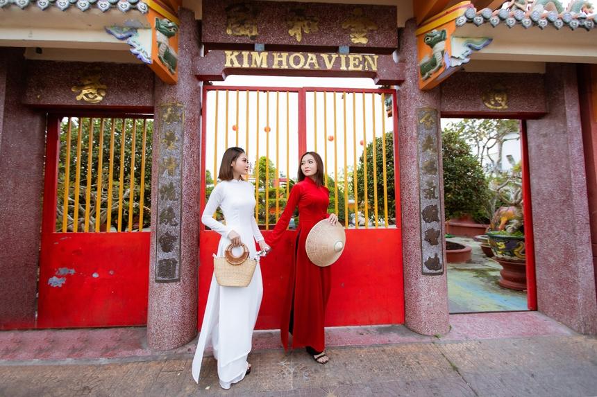 Hai chị em sinh ra và lớn lên ở quê hương Cà Mau, bật mí thực hiện bộ ảnh này vào ngày 29 Tết Canh Tý, với mong ước năm 2020 bản thân cũng như gia đình gặp nhiều bình an và may mắn.
